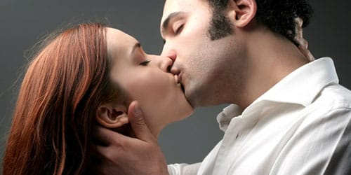 страстный поцелуй