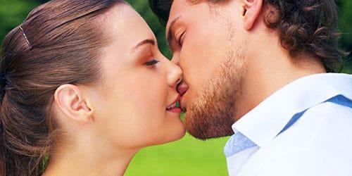 целовать любимого парня