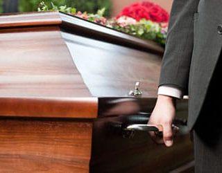 Человек в гробу