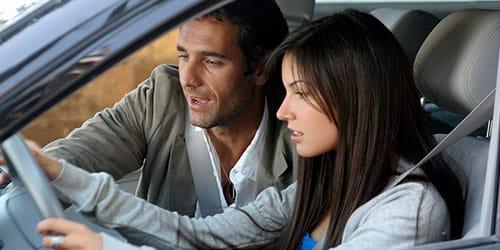 ехать на машине с мужчиной