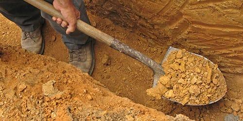 рыть яму