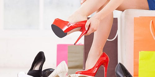 мерить обувь