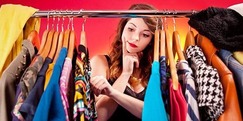 выбирать одежду