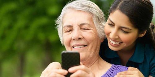девушка с бабушкой