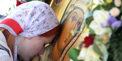 молиться иконе