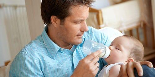 кормить малыша