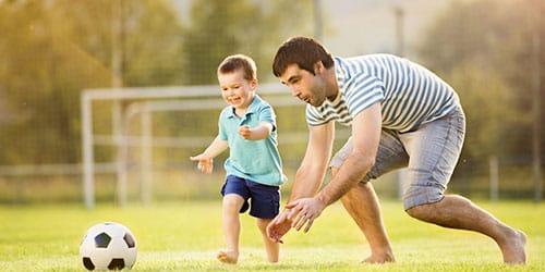 играть с сыном в футбол