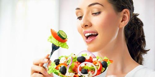 есть вегетарианскую пищу