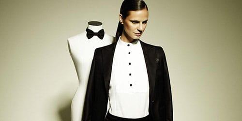девушка в черном костюме