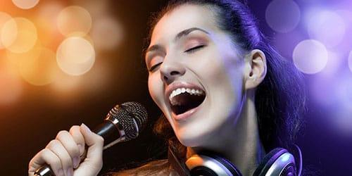 к чему снится петь песню