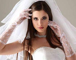 Подруга в свадебном платье