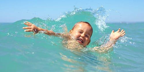 к чему снится что ребенок тонет в воде