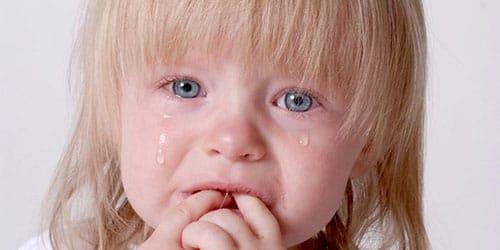 к чему снится сильно плакать