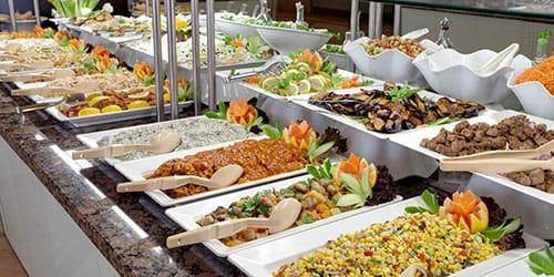 много различных кушаний