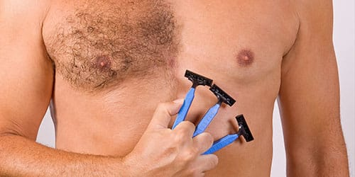 сбрить волосы на груди