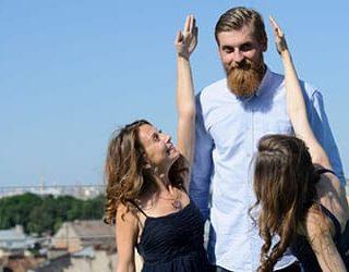 Высокий человек