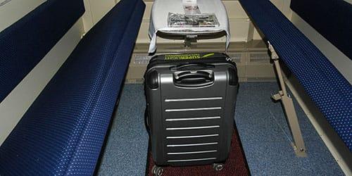 чемодан в поезде