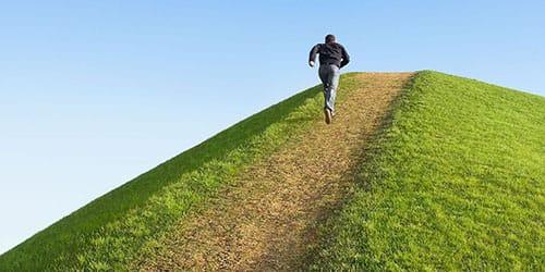 подниматься в гору