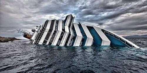 тонет судно