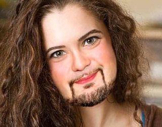 Борода у девушки