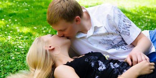 к чему снится целоваться с незнакомым мужчиной во сне