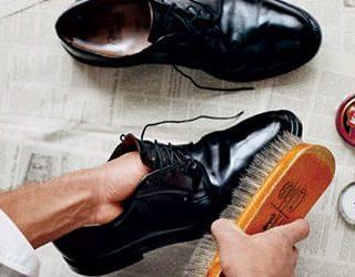 Сонник чистить обувь