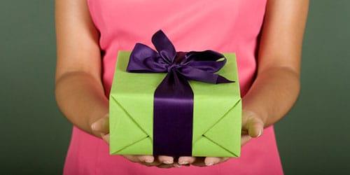 дарить подарок во сне