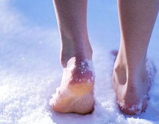 Ходить по снегу