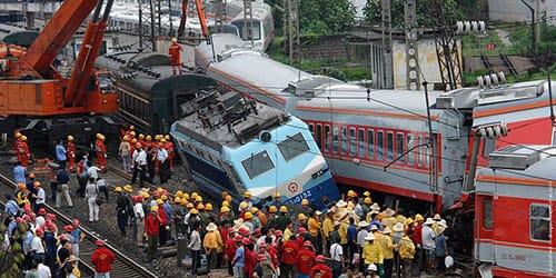 перевернулся поезд