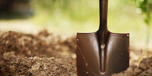 к чему снится копать яму