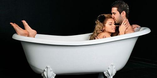 мужчина с женщиной в ванне