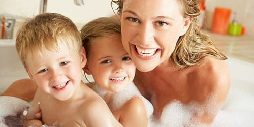 мыться с детьми