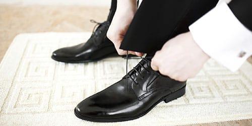 черные ухоженные туфли