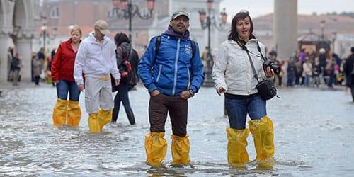 видеть во сне наводнение на улице