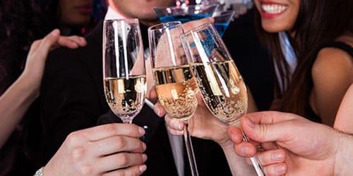 к чему снится пить шампанское