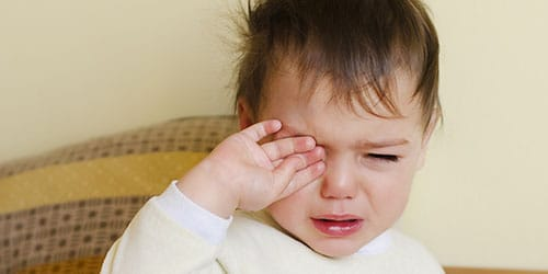 заплаканный малыш