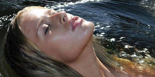 к чему снится плавать в озере