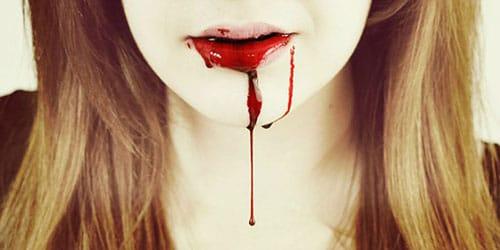 течет кровь
