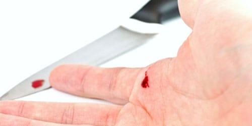 порезали ножом во сне