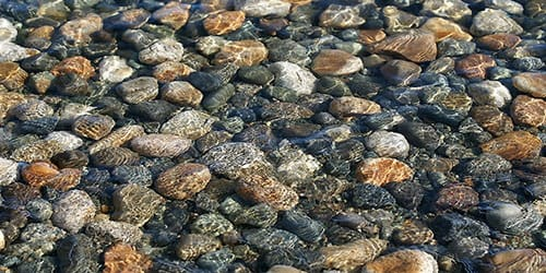 камни на дне