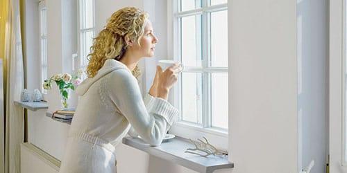 к чему снится смотреть в окно на улицу