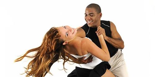 энергичный танец