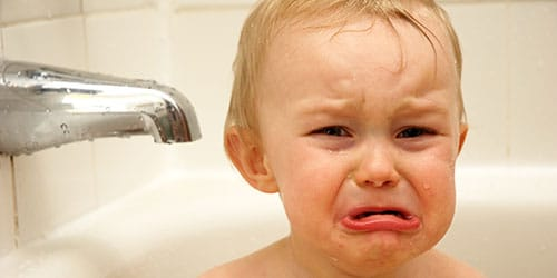 ребенок в ванне