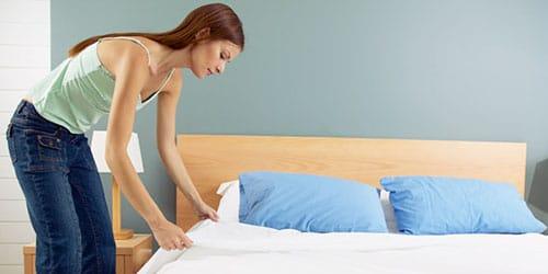 застилать кровать во сне