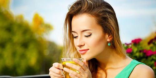 пить чай в одиночестве