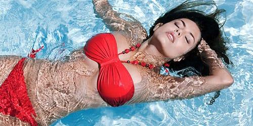 к чему снится плавать в бассейне