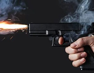 Стрелять из пистолета