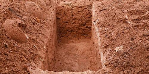 к чему снится упасть в яму