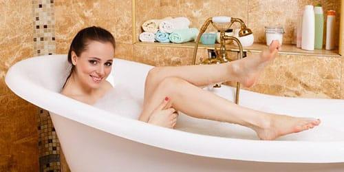 лежать в ванне