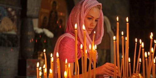 к чему снится зажигать свечи